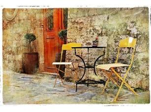 Фотообои «Старая улочка со столиком»