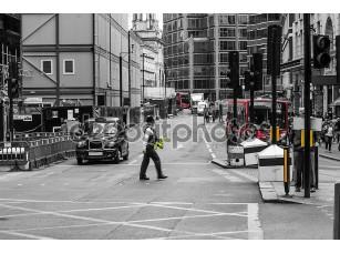 Фотообои «Police officer crossing street, London, England»