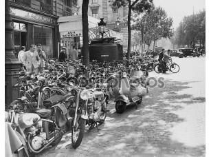 Фотообои «Уличная сцена в Париж, Август 23, 1953»