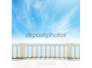 Фотообои «Вид на пасмурное небо с балкона»