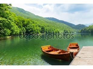 Фотообои «Деревянные лодки на озере»