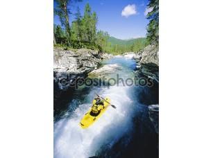Фотообои «Young man kayaking in river»