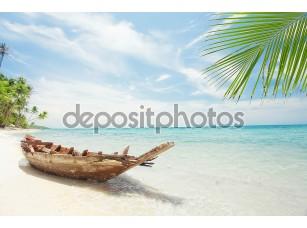 Фотообои «View of nice tropical beach with old boat»