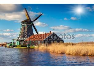 Фотообои «Аутентичные Зандам мельницы на канале воды»