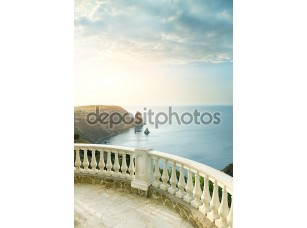 Фотообои «Вид вдаль на море с террасы»