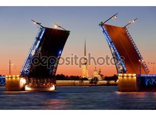 Фотообои «Белые ночи в Санкт-Петербурге. Разведенных Дворцовый мост»