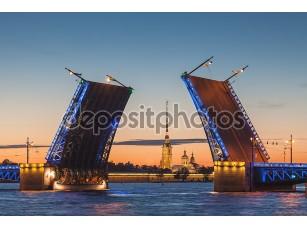Фотообои «The opening of the drawbridge, white nights in Saint-Petersburg»