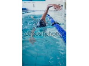 Фотообои «Fit пловец делает ход передней»
