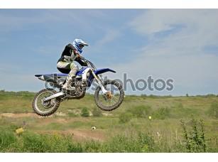 Фотообои «MX Райдер, сидя на мотоцикле в воздухе»