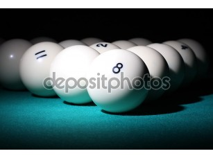 Фотообои «Бильярд. шарики пирамиды fith номер 8 мяч на переднем плане.»