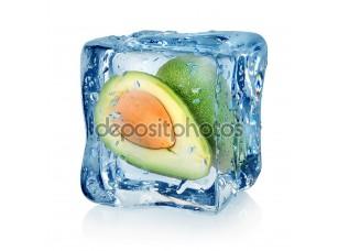 Фотообои «Авокадо в кубик льда»