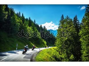 Фотообои «Байкеры в горный тур»