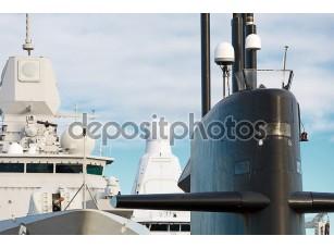 Фотообои «Военно-морской флот. Подводные лодки и корабли с оружием.»