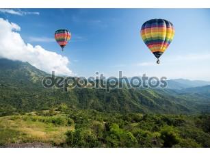Фотообои «Воздушные шары на фоне гор»