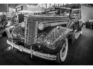 Фотообои «Full-size car Buick Roadmaster Convertible, 1938.»