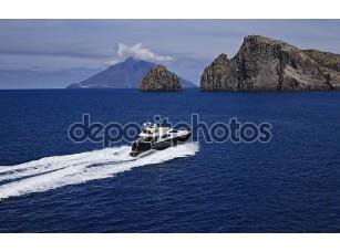 Фотообои «Италия, Сицилия, panaresa остров, роскошные яхты, вид сверху»