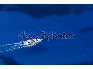 Фотообои «Вид сверху на яхту»