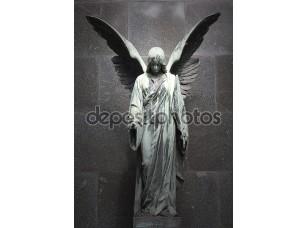 Фотообои «Скульптура ангела с темным фоном»