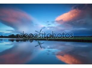 Фотообои «Драматические бурные закат над голландской ветряной мельницы и река»