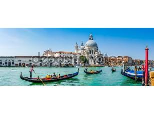 Фотообои «Gondolas on Canal Grande with Basilica di Santa Maria, Venice, Italy»