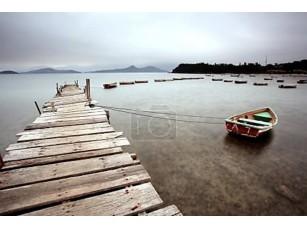 Фотообои «Деревянный пирс и лодки»