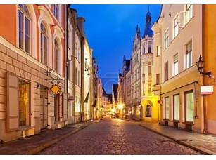 Фотообои «Вечерняя улица в Старом городе в Таллинне, Эстония»