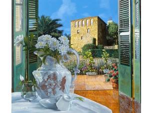 Фотообои «Белые цветы в вазе с видом на терассу»